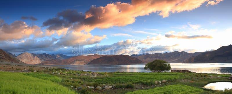 Mooi het panoramalandschap van de meermening royalty-vrije stock afbeeldingen