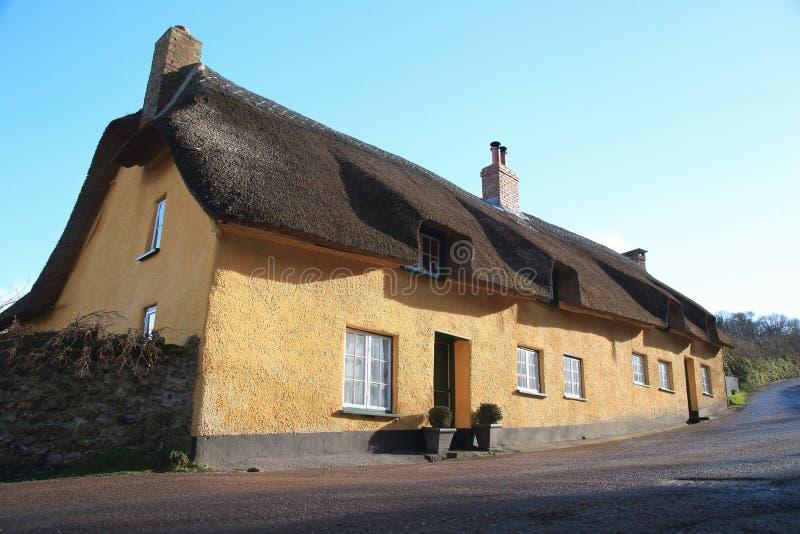 Mooi historisch plattelandshuisje royalty-vrije stock afbeelding