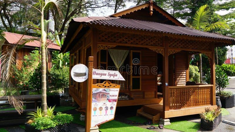 Mooi houten de ambachthuis van Maleisië royalty-vrije stock afbeelding