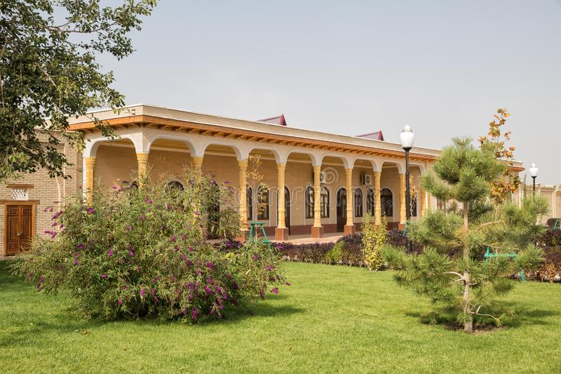 Mooi huis en park in Shahrisabz, Oezbekistan stock foto