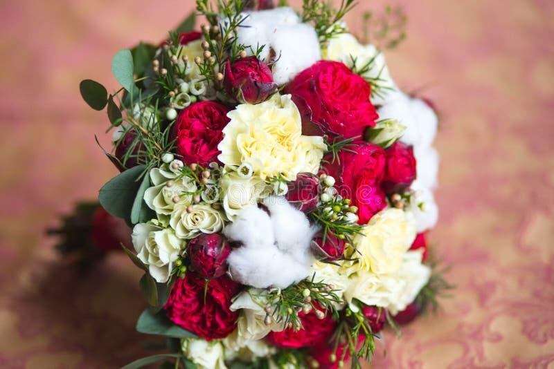 Download Mooi huwelijksboeket stock afbeelding. Afbeelding bestaande uit vakantie - 39107449