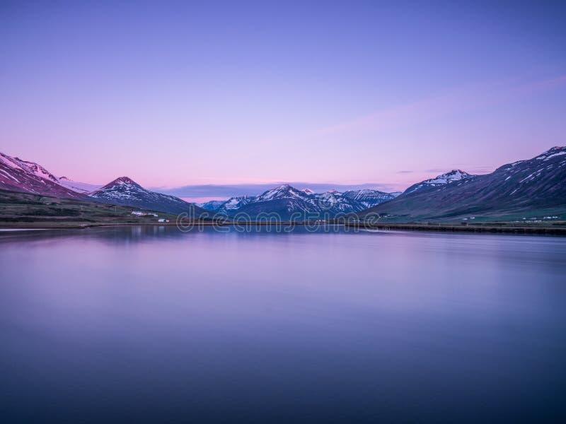 Mooi Ijslands landschap bij dageraad stock foto's