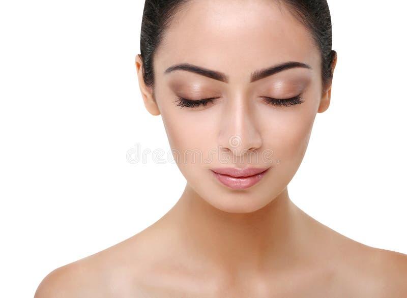 Mooi Indisch meisjes perfect gezicht met gesloten ogen stock fotografie