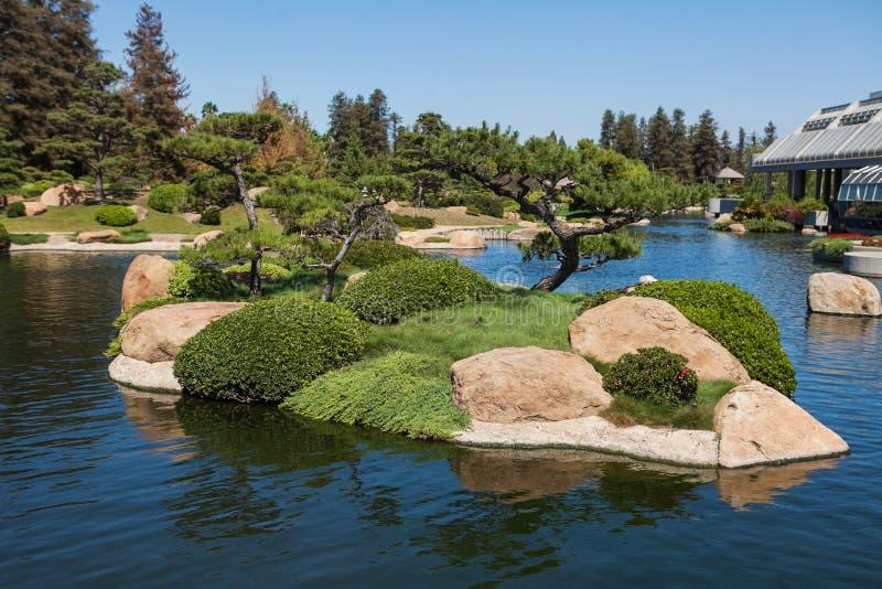 Mooi Japans groen park in de zomertijd royalty-vrije stock fotografie