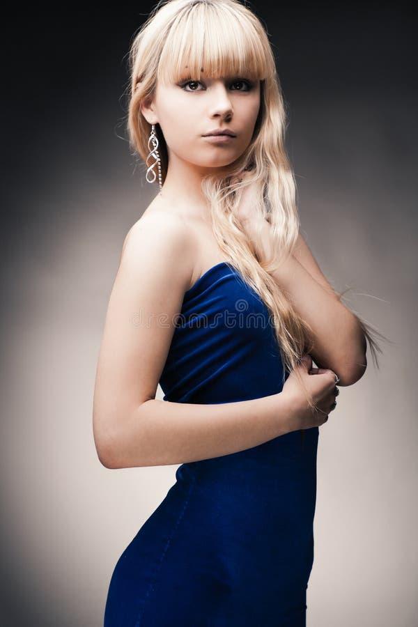 Mooi jong blond meisje stock afbeelding