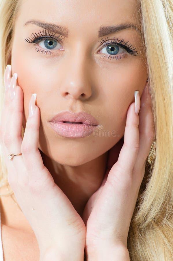 Mooi jong de close-upportret van de manier sexy sensueel vrouw royalty-vrije stock foto