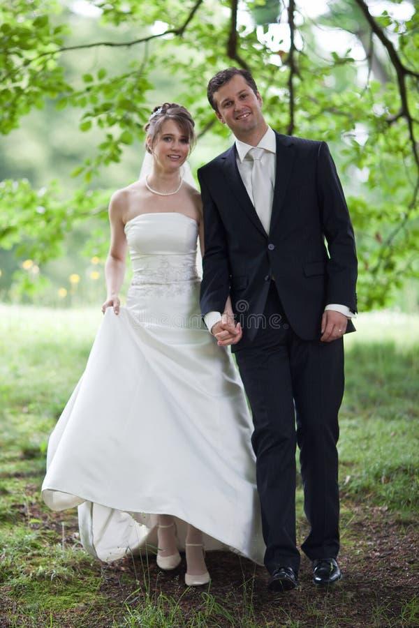 Mooi jong huwelijkspaar royalty-vrije stock foto