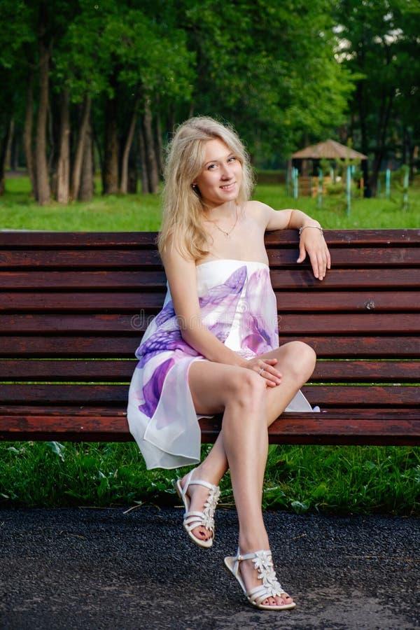 Mooi jong meisje royalty-vrije stock afbeeldingen
