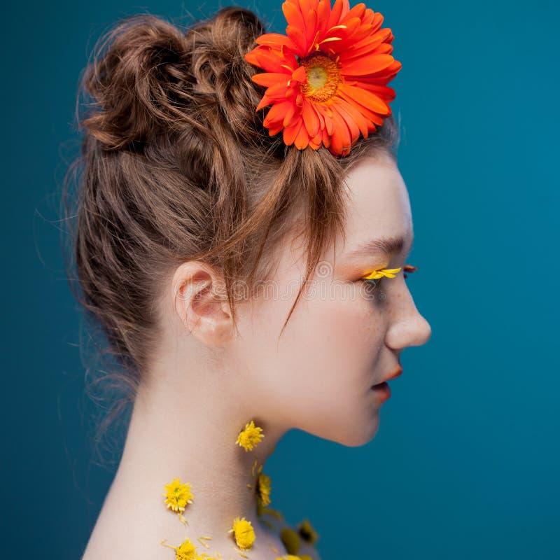 Mooi jong meisje in het beeld van flora, close-upportret royalty-vrije stock fotografie