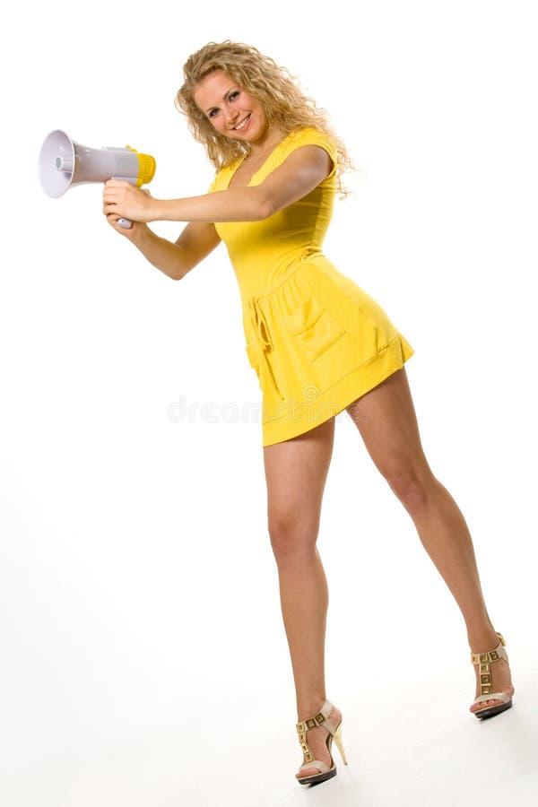 Mooi jong meisje met megafoon over wit stock afbeelding