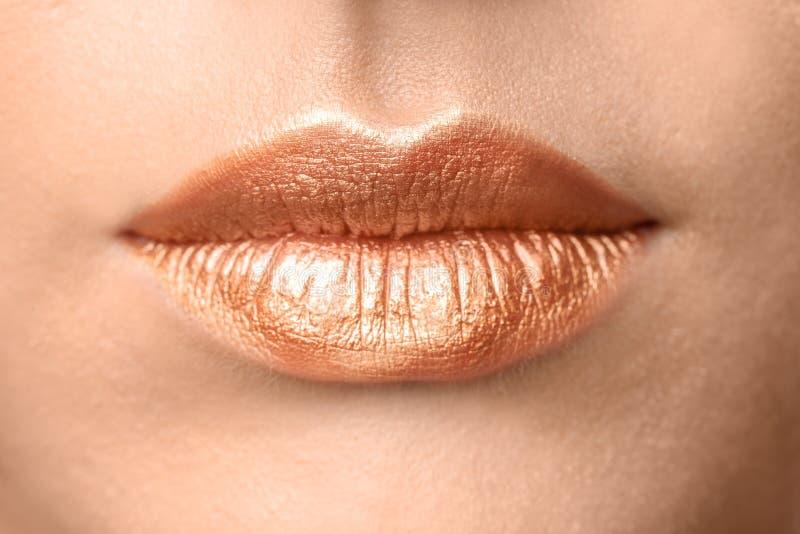 Mooi jong model met creatieve lippenmake-up, royalty-vrije stock afbeeldingen