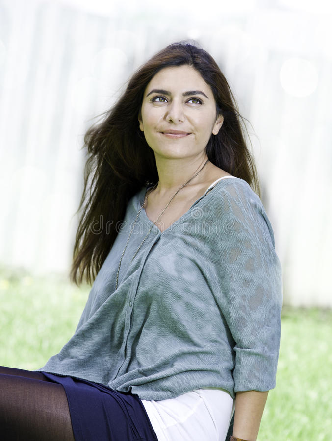 Mooi jong vrouwenportret stock foto