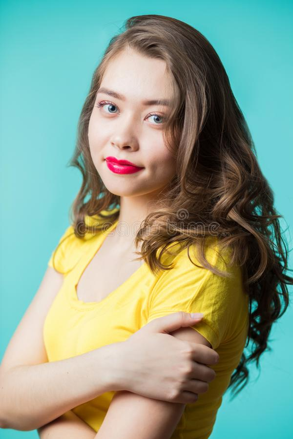Mooi jong vrouwenportret Glimlach royalty-vrije stock afbeeldingen