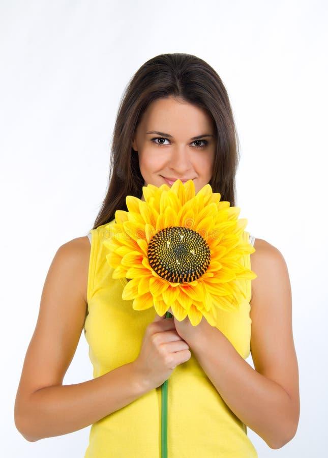 Mooi jong wijfje met een zonnebloem stock foto