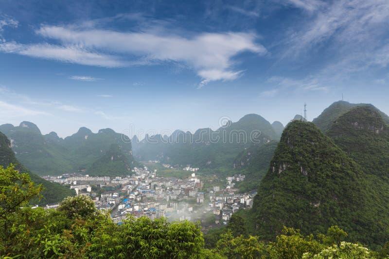 Mooi karst berglandschap rond yangshuo stock afbeeldingen