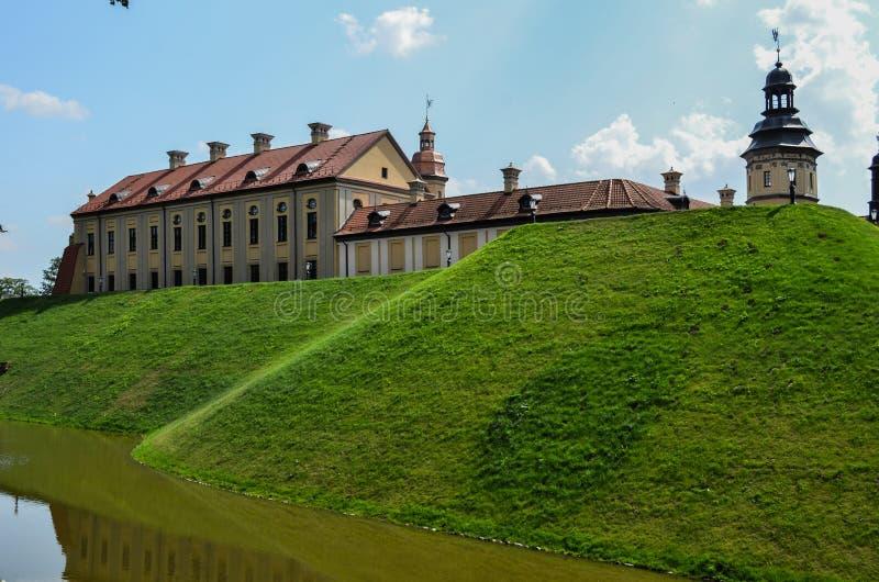 Mooi kasteel met een gracht 5 stock foto