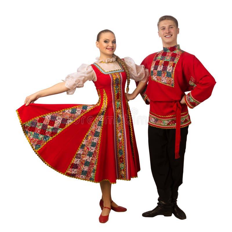 Mooi Kaukasisch paar die in Russische volksdiekostuums dansen op wit worden geïsoleerd royalty-vrije stock fotografie