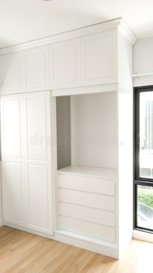 Mooi klassiek wit houten meubilair royalty-vrije stock fotografie