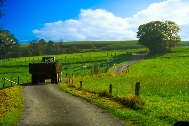 Mooi landbouwgrondlandschap stock foto