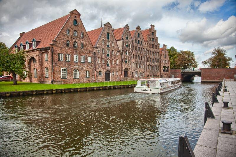 Mooi landschap en waterwegen in Lübeck, Duitsland royalty-vrije stock afbeelding