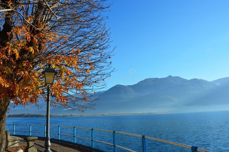 Mooi Landschap in Lovere-stad, Meer Iseo, Bergamo, Italië stock foto's