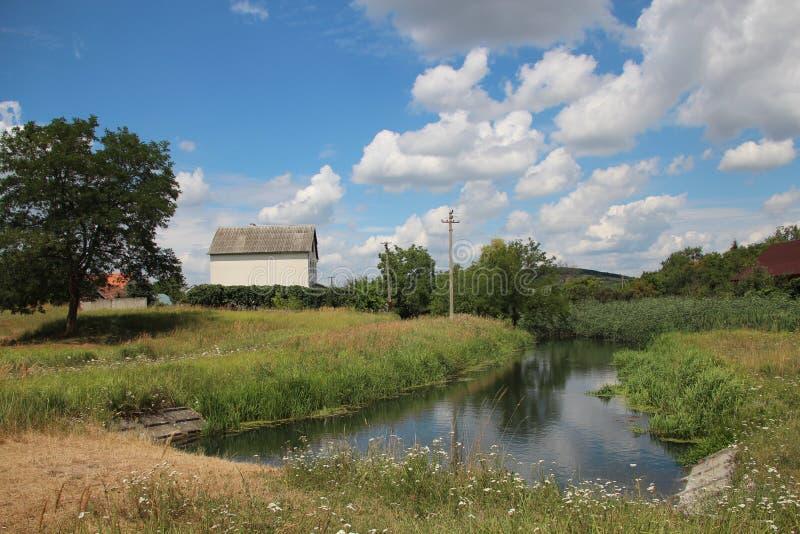 Mooi landschap met de rivier stock foto