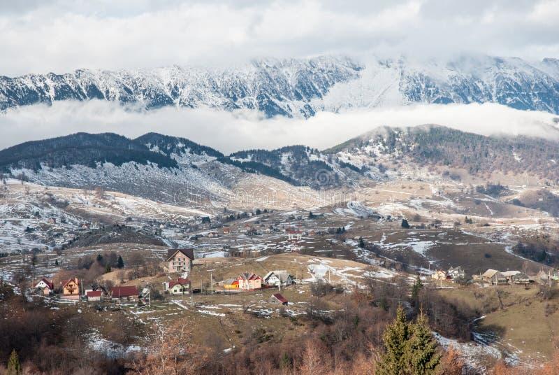Mooi landschap met dramatische blauwe hemel Karpatische bergen royalty-vrije stock afbeeldingen