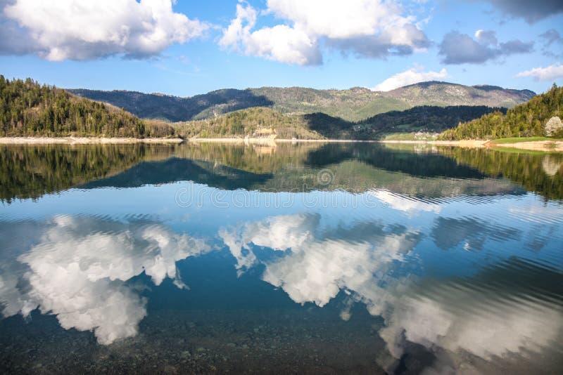 Mooi landschap op meerzaovine royalty-vrije stock foto's