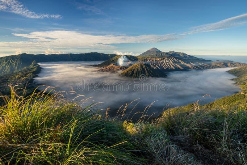 Mooi landschap van Bromo-valcanoberg, Oost-Java, Indone stock fotografie