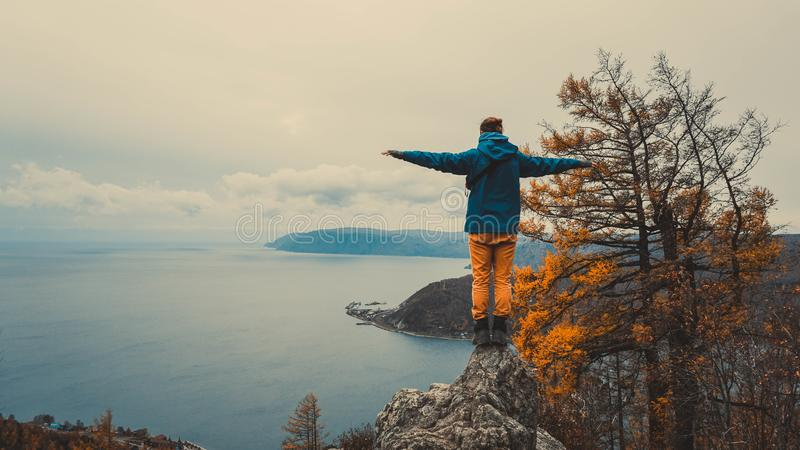 Mooi landschap van de berg aan Meer Baikal stock fotografie