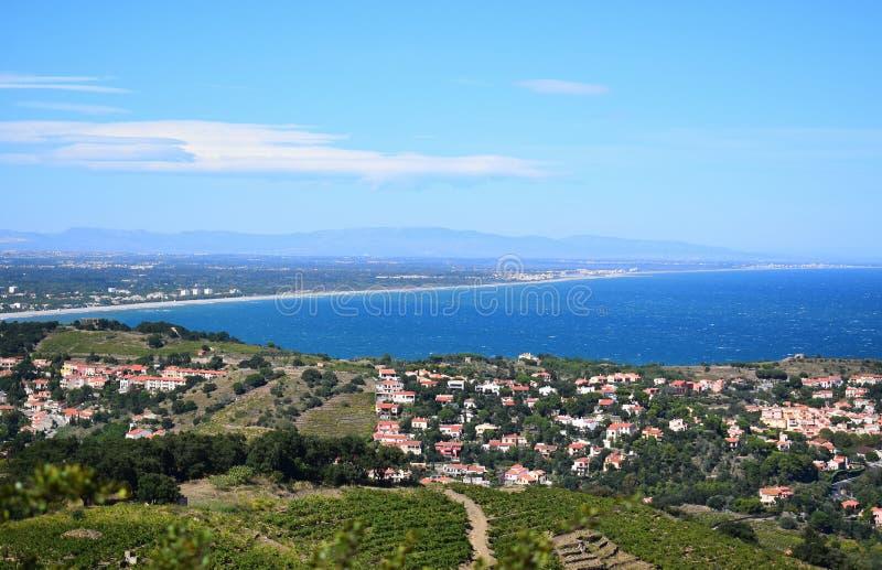 Mooi landschap van de hoogte van de stad en het overzees royalty-vrije stock fotografie