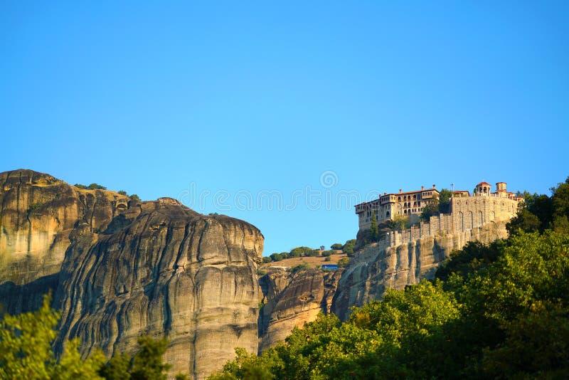 Mooi landschap van Meteora, Griekenland met zijn kloosters, zijn bergen en zijn aard royalty-vrije stock foto's