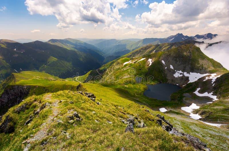 Mooi landschap van Roemeense bergen stock foto