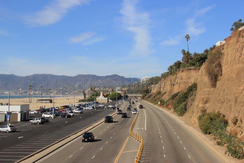 Mooi Landschap van Santa Monica Beach en Vreedzame Kust Highwa stock afbeelding