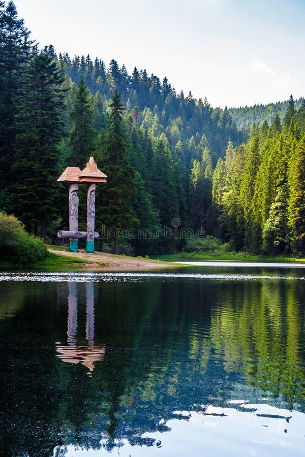 Mooi landschap van Synevyr-meer stock foto's