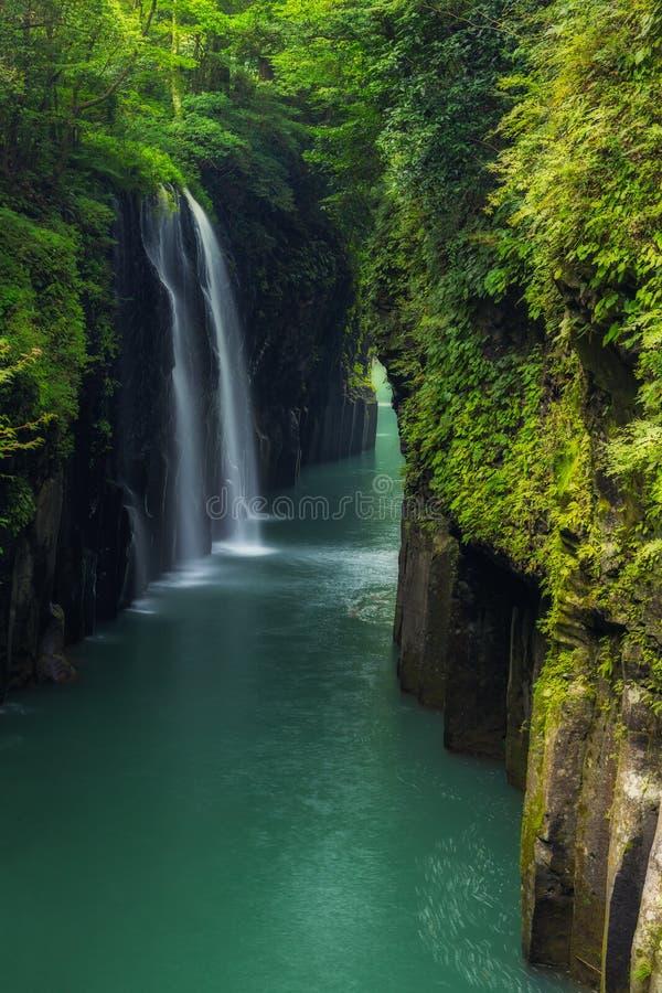 Mooi landschap van takachihokloof en waterval in Miyazaki stock afbeeldingen