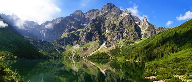 Mooi landschap van Tatra-bergen en Oog van het Overzees stock foto's
