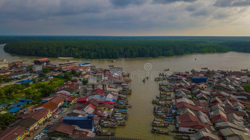Mooi landschapssatellietbeeld van het vissersdorp in Kuala Spetang Malaysia royalty-vrije stock afbeelding