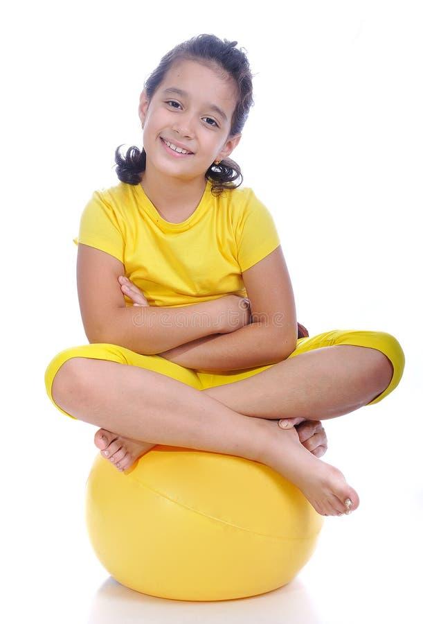 Mooi leuk meisje in gele kleren royalty-vrije stock foto