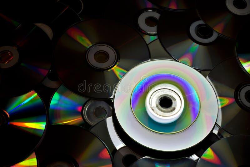 Mooi licht aan oude DVD-schijven stock foto