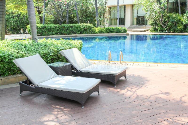 Mooi luxe zwembad in de tropische toevlucht van de hotelpool royalty-vrije stock foto