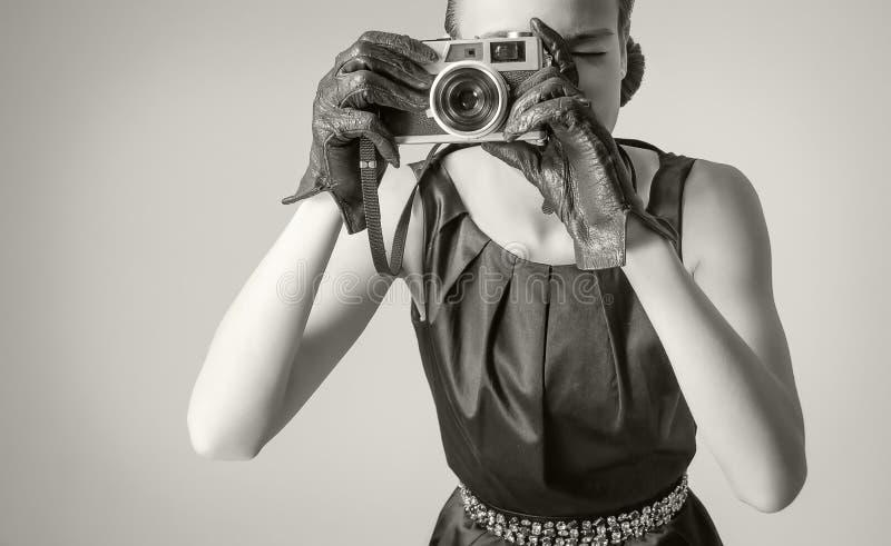 Mooi maniermeisje met klassieke uitstekende stijl stock fotografie