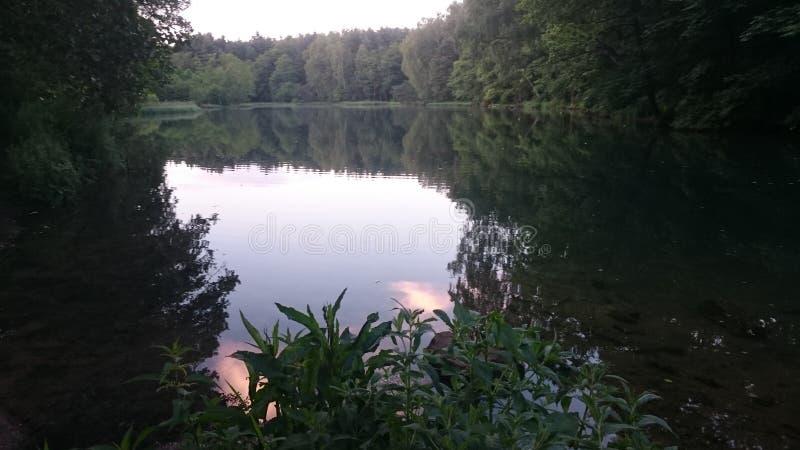 Mooi meer in het kleine land en de stad Polen Rudniki stock afbeeldingen