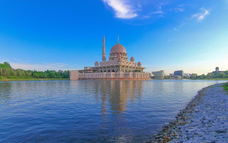 Mooi meer in Putrajaya Maleisië stock foto's
