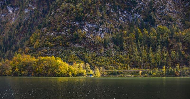 Mooi meerlandschap van Hallstatt, Oostenrijk stock foto's