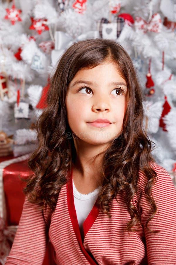 Mooi meisje bij Kerstmis stock afbeeldingen