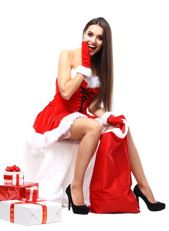 Mooi meisje dat de kleren van de Kerstman draagt stock foto's