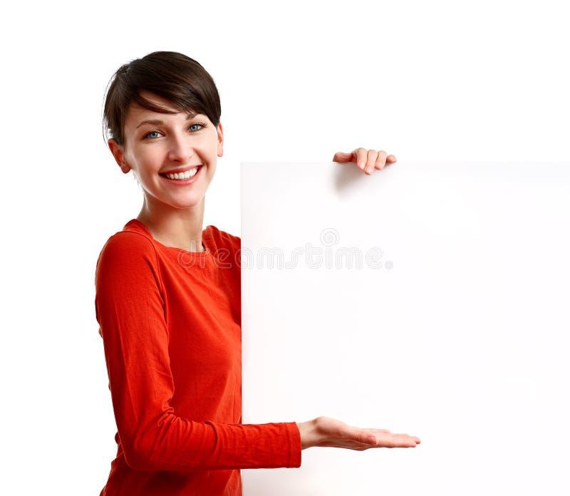 Mooi meisje dat een lege witte raad houdt stock afbeeldingen