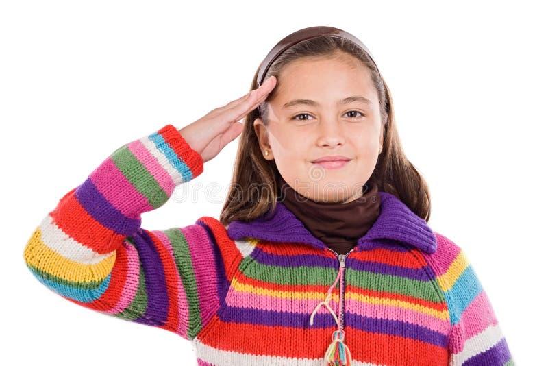 Mooi meisje dat een militaire begroeting doet stock fotografie