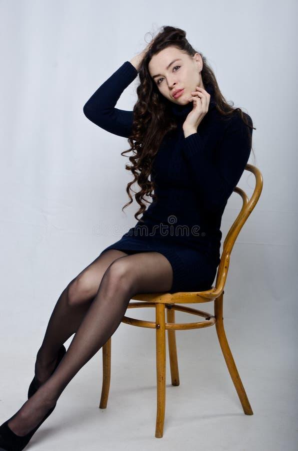 Mooi meisje in de studio stock afbeeldingen